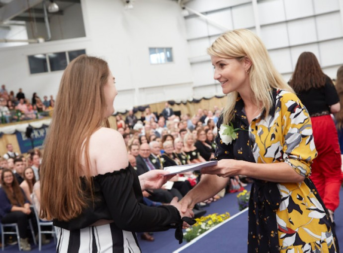 Seize your moment, Helen Skelton tells students feature image